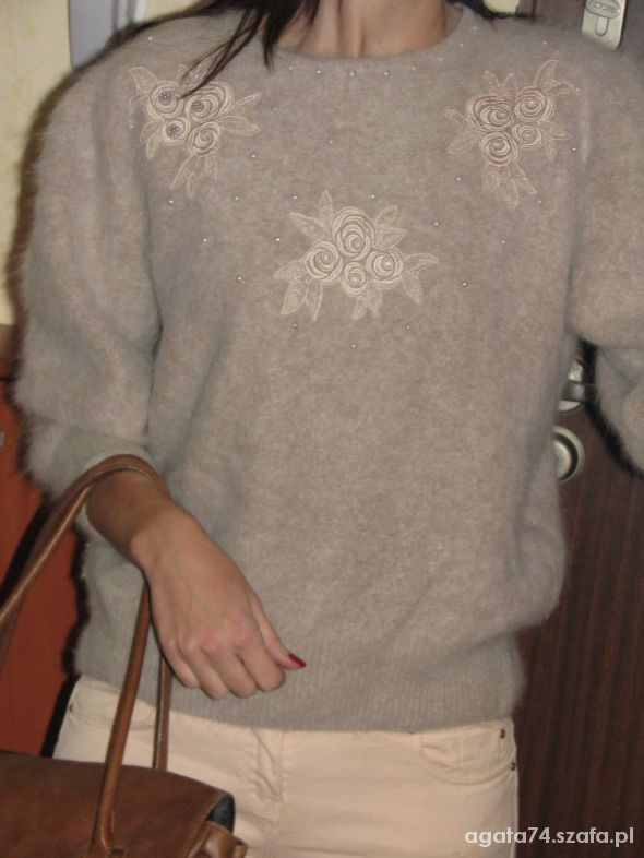Do pracy ciepły puchaty sweterek