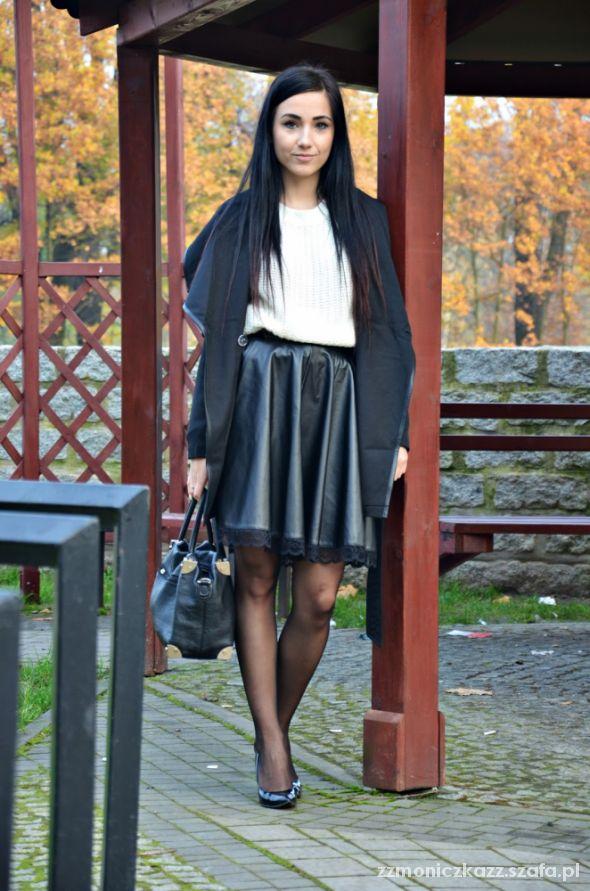 Blogerek leather skirt white sweater