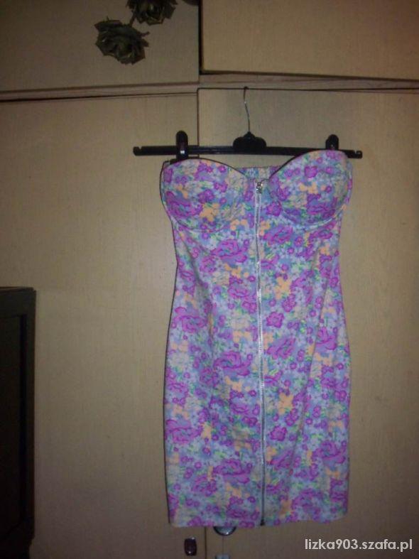Gorsetowa sukienka w kwiatki