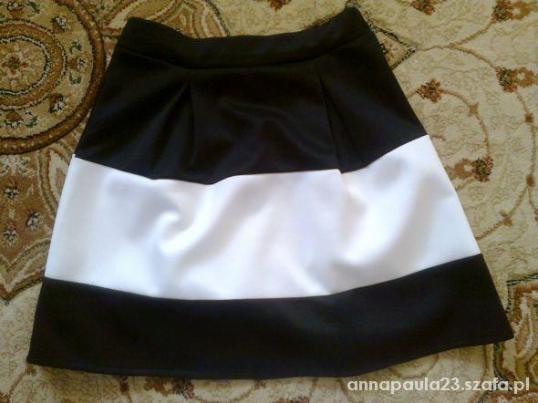Spódnice Spódnica rozkloszowana czarno biała M