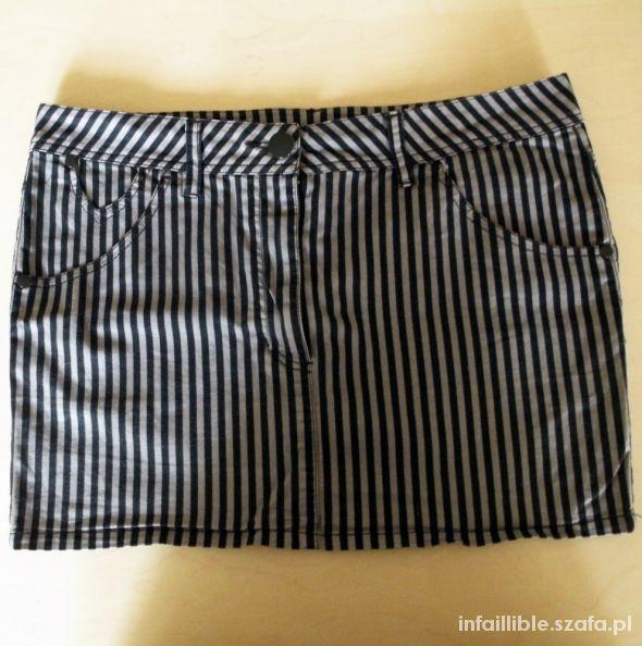 Spódnice Spódniczka w pionowe paski
