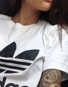 Adidas Biała z czarnym logo