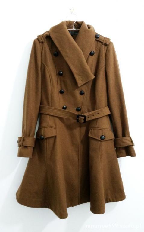 Ubrania rozkloszowany płaszcz