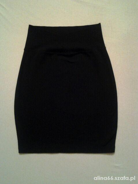 Czarna ołówkowa spódnica mini