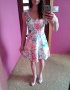 Kolorowa sukienka Reserved