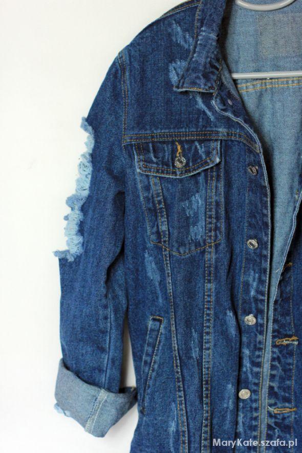 czarna kurtka jeansowa potargana