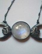 Biżuteria i ubrania z motywem księżyca