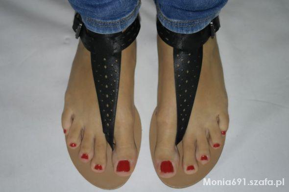 reserved czarne sandały japonki ażurowe r 40