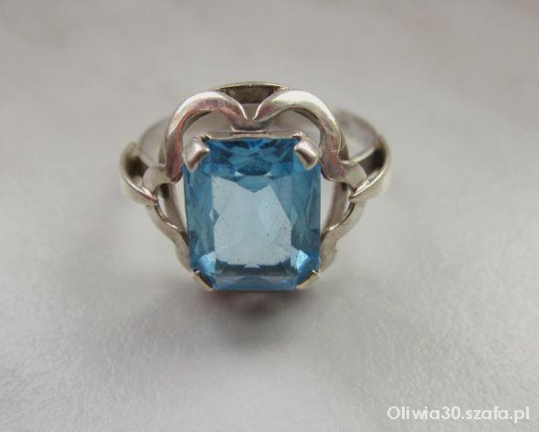 Srebrny antyczny pierścionek z akwamarynem