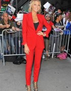 czerwony garnitur damski...