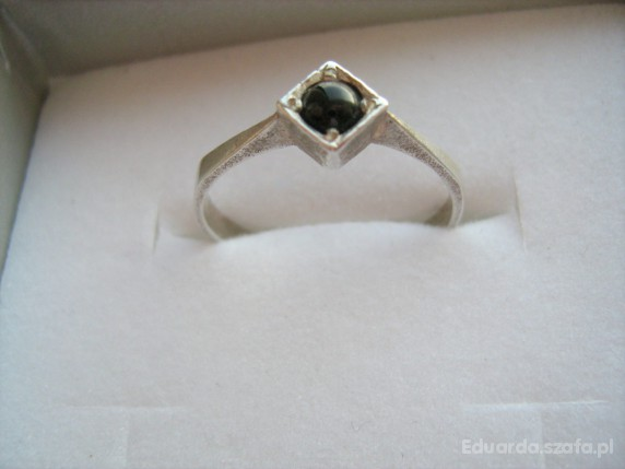 Stary srebrny pierścionek z onyksem
