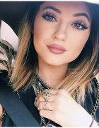 Karmelowa szminka