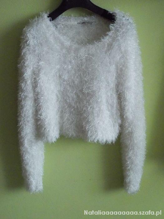 Biały sweterek puchaty włochaty...