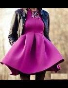 rozkloszowana piankowa sukienka