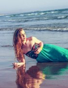Syrena na brzegu morza