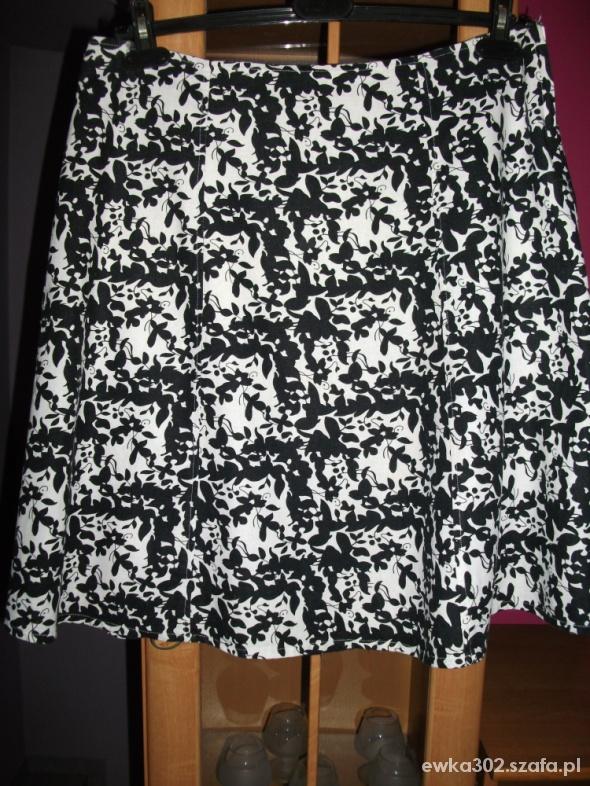 Spódnice spódniczka czarno biała firmy Atmosphere