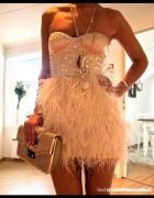 Sukienka pióra