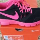 4f bluza czrno różowa buty adidas nike