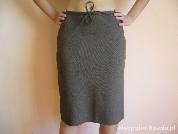 Spódnice ZARA 38 prosta spódniczka trapezowa do pracy