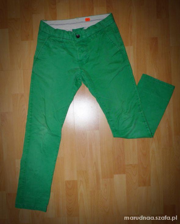 657996907 Męskie zielone spodnie chinosy w Spodnie - Szafa.pl