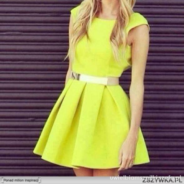 Neonowa sukienka w kontrafałdy.