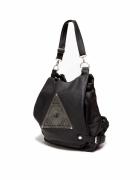 plecak z piramida