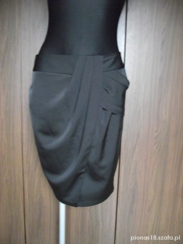 Spódnice Czarna elegancka spódniczka TU 40