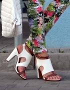 Białe efektowne sandały