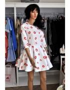 Sukienki z printem RÓŻNE