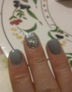Szary ze srebrem i rozem