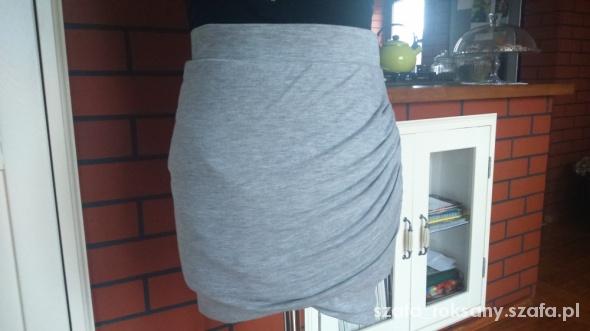 Spódnice drapowana dresowa spódniczka zara