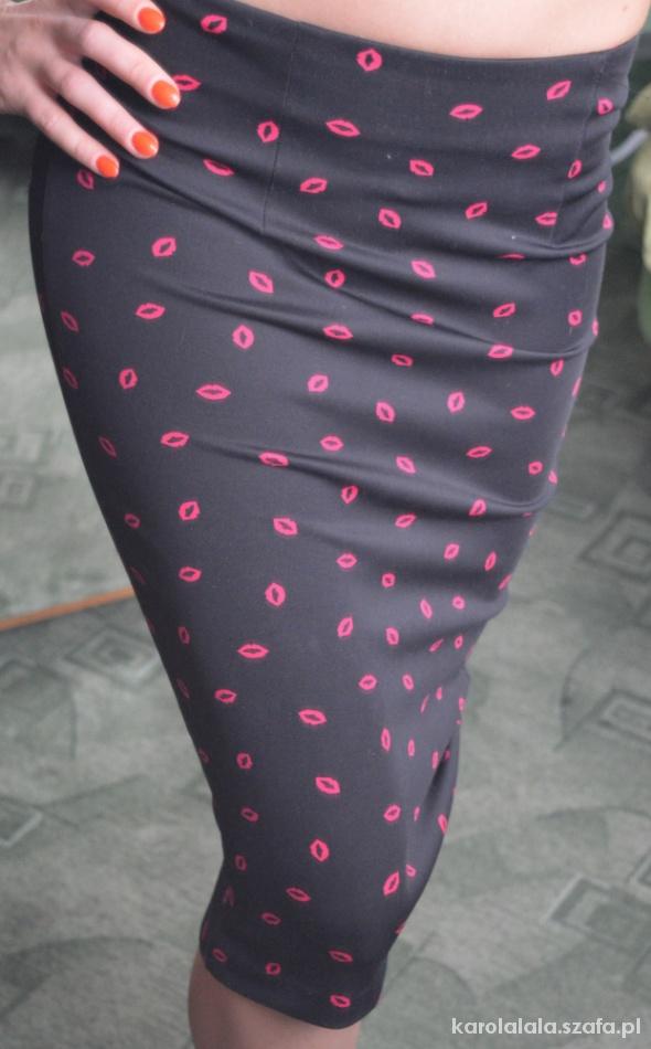 Spódnice spódnica usta xs