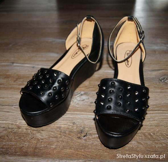 Koturny Blogerskie sandały koturny ćwieki