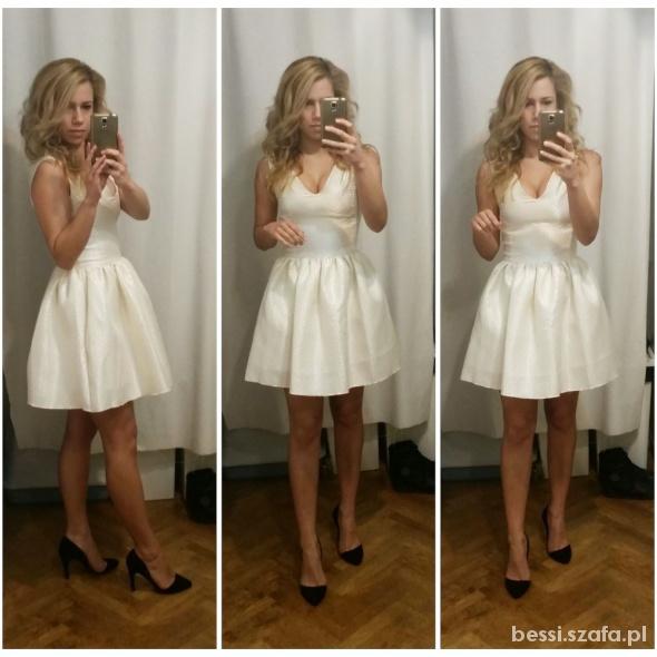 Na specjalne okazje Kremowa sukienka