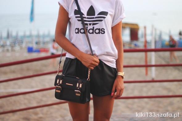 Tshirt Adidas biały z czarnym logo