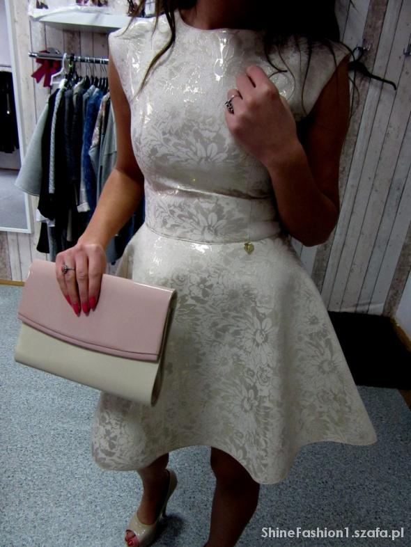 Złota rozkloszowana Sukienka Sztywna
