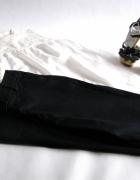 Czarne cygaretki w połączeniu z koronką