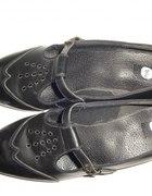 Czarne skórzane pantofle r 39 w stylu retro