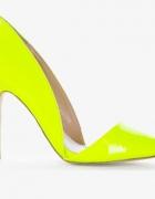 Neonowe asymetryczne buty...