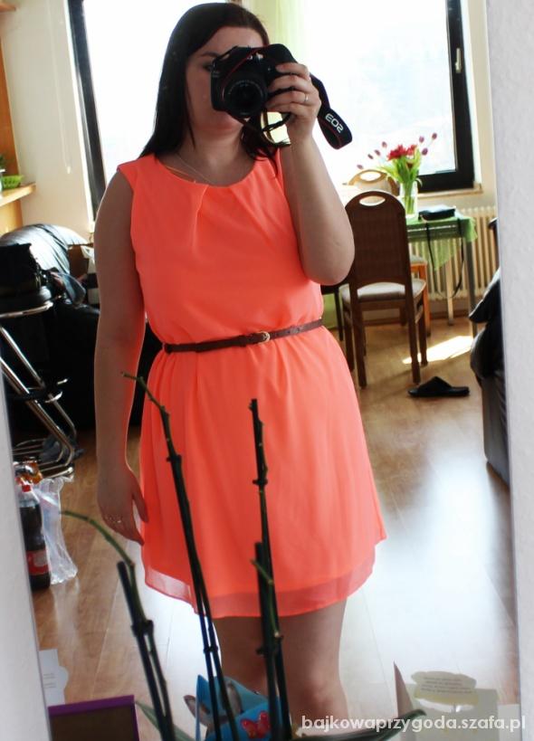 Suknie i sukienki neonka