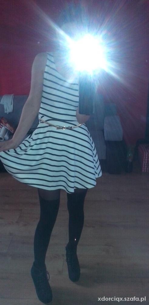Mój styl sukienka czarne rajstopki lity złoty paseczek
