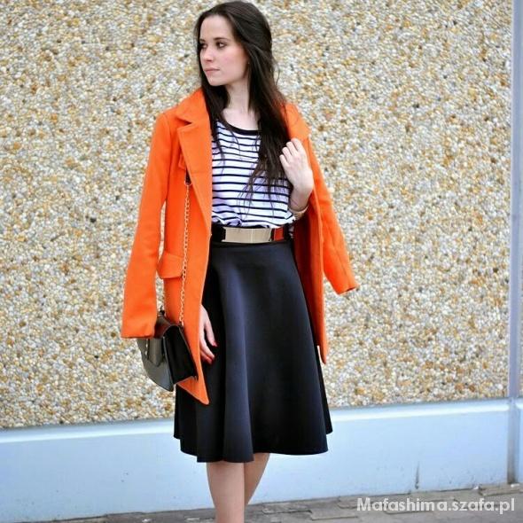 Blogerek pomarańczowy płaszcz