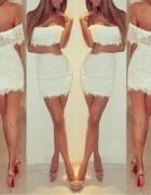 Biała mini sukienka z falbankami na impreze