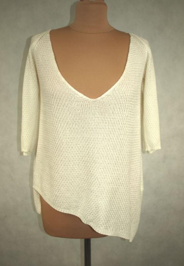 Asymetryczny sweter Zara
