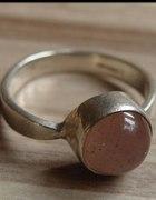 stary srebrny z różowym oczkiem