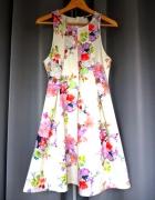 rozkloszowana biała sukienka h&m kwiaty