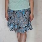 Letnia niebieska spódniczka we wzory
