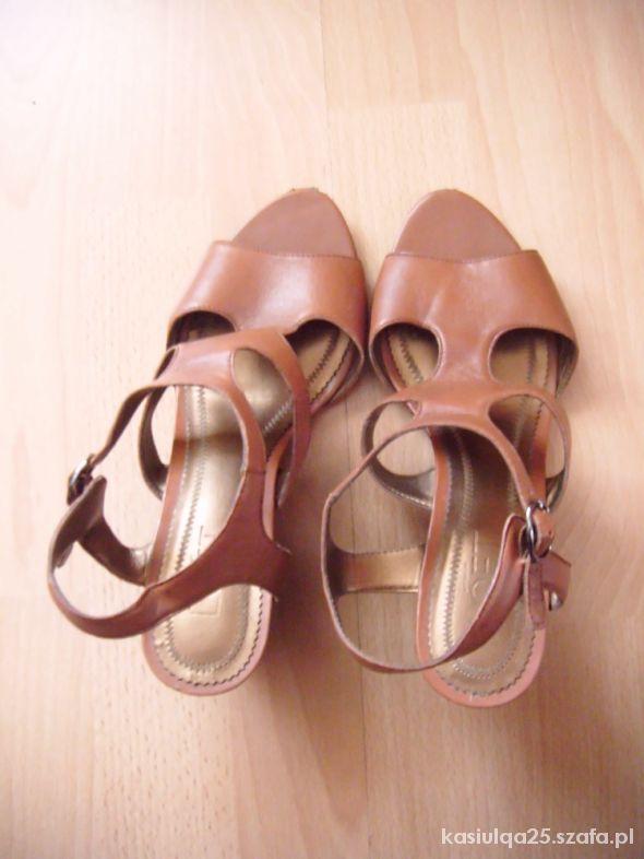 Brazowe sandalki LOFT na koturnie