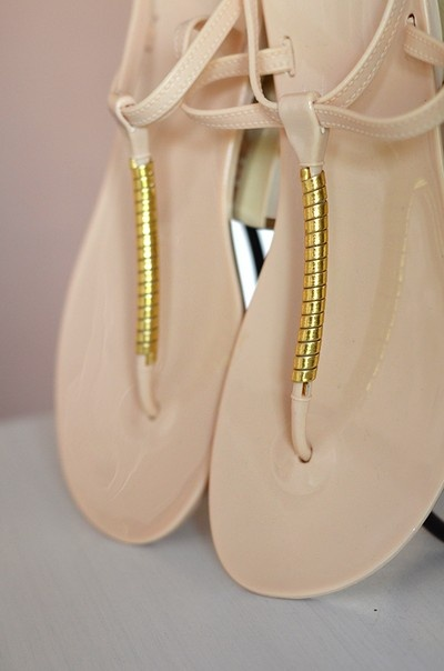 Beżowe sandały japonki ze złotym 37