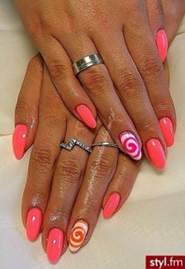 Fryzury różowe pazurki